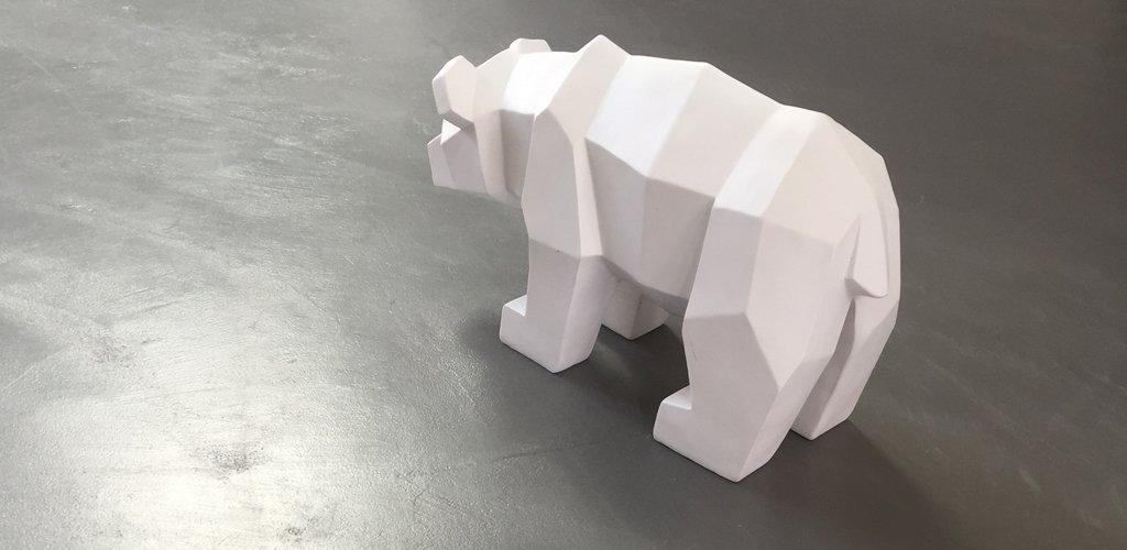 béton ciré avec figurine ours
