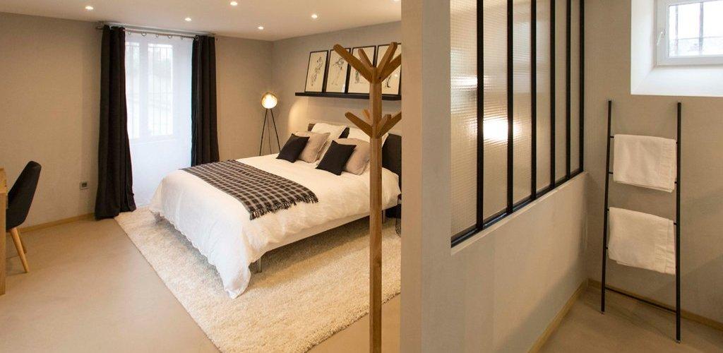 Chambre avec sol béton ciré (C&M Paris)